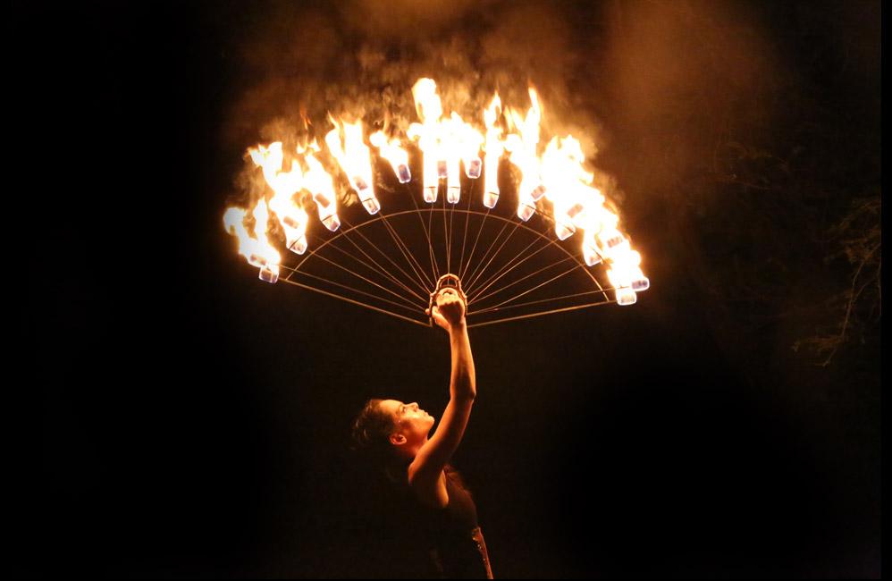 Fire-Fans-Show-Glowballz